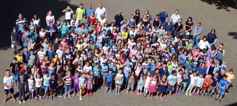 Kinder & Mitarbeiter/-innen der GTGS Rastpfuhl - Aufnahmedatum: 08.07.2016